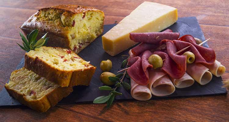 كايك مالح بالجبن والزيتون والجمبون - بنينة