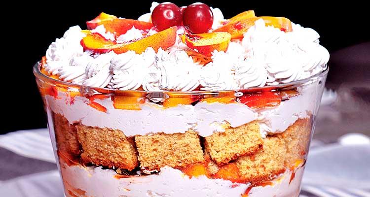Une recette gourmande de Gâteau à la crème et aux pêches fraîches