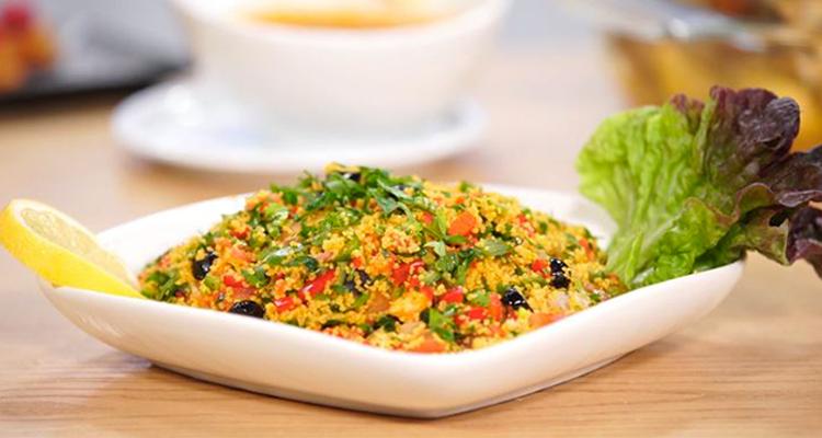 Tête d'agneau rôtie, Salade de couscous,Moelleux au citron et fruits rouge -  koujinet lyoum malek 3 ep 16