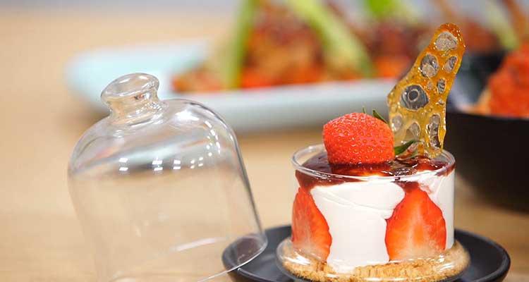 Cassolette de mer et spaghetti au pesto, salade d'artichaut, Verrines cheesecake Fraise- koujinet lyoum malek 3 ep 18