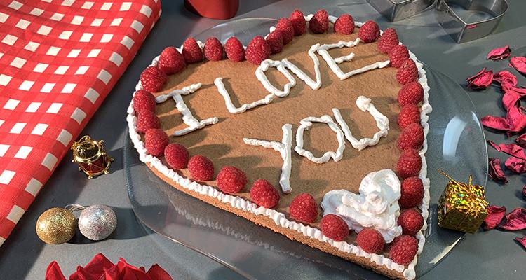 كعكة الشوكولاتة على شكل قلب