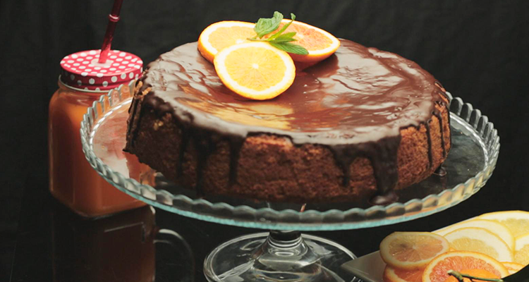 Gâteau à l'orange nappé chocolat