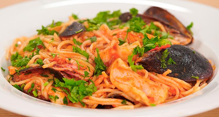 Pâtes spaghetti aux fruits de mer - koujinet Elyoum Ep 55