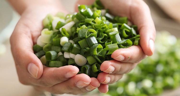 البصل الأخضر: مهم للمناعة وصحة القلب وأكثر!