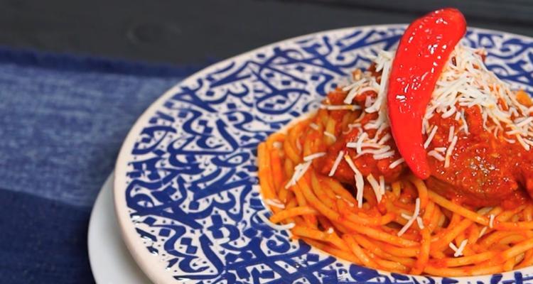مقرونة مع صلصة الطماطم ولحم الخروف - حار وحلو - الحلقة 61