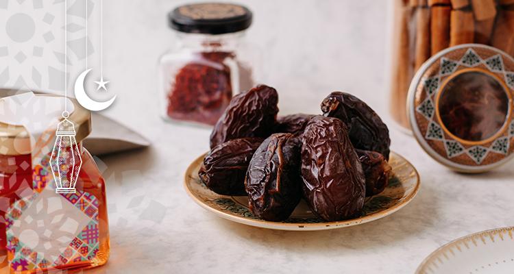 لماذا ينصح بتناول التمر على الإفطار في رمضان؟