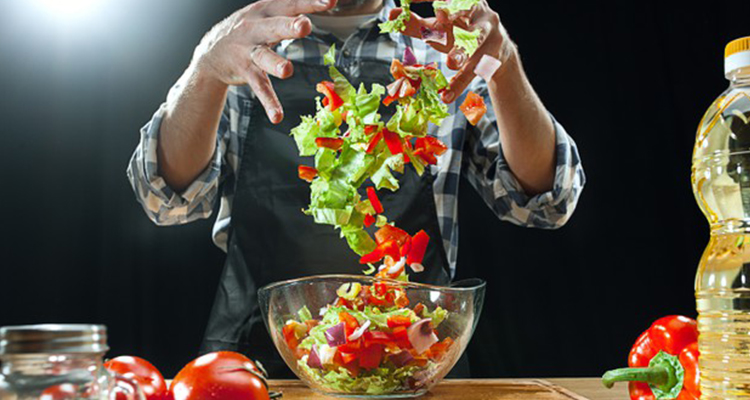 هل يؤثّر اختلاف ألوان الأطعمة على النظام الغذائي؟