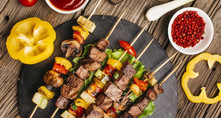 https://cuisine.nessma.tv/8 idées de brochettes au barbecue