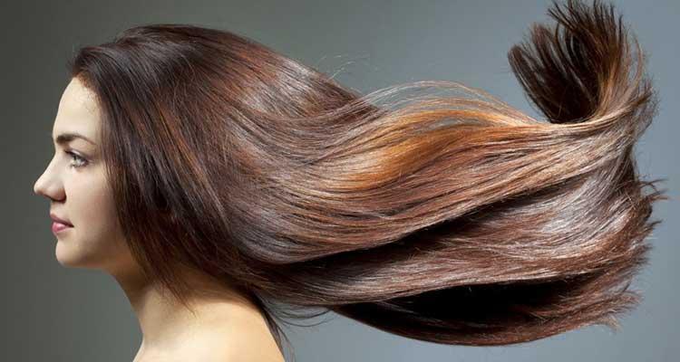 Mer, sable, soleil : comment protéger ses cheveux en été?