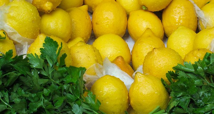 Rétention d'Eau : Un Remède au Persil et au Citron